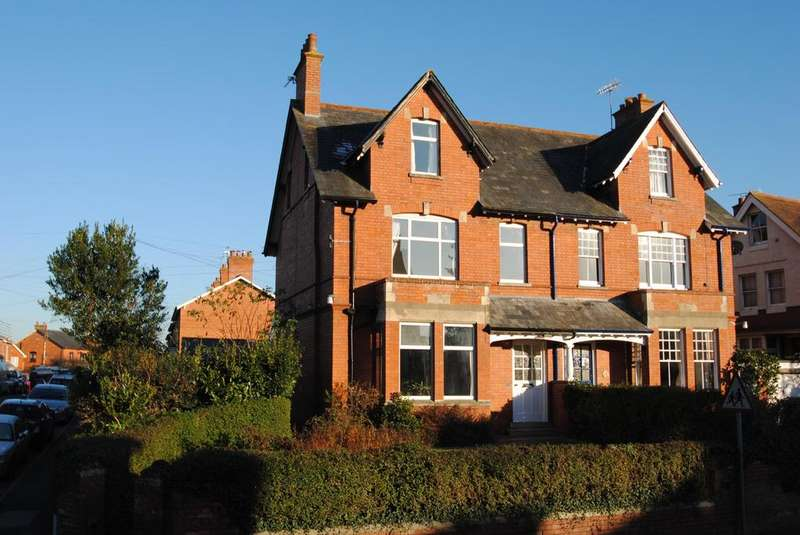 5 Bedrooms Semi Detached House for sale in Station Road, Wellington