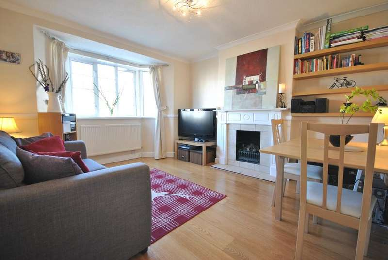2 Bedrooms Flat for sale in Amblecote Road SE12