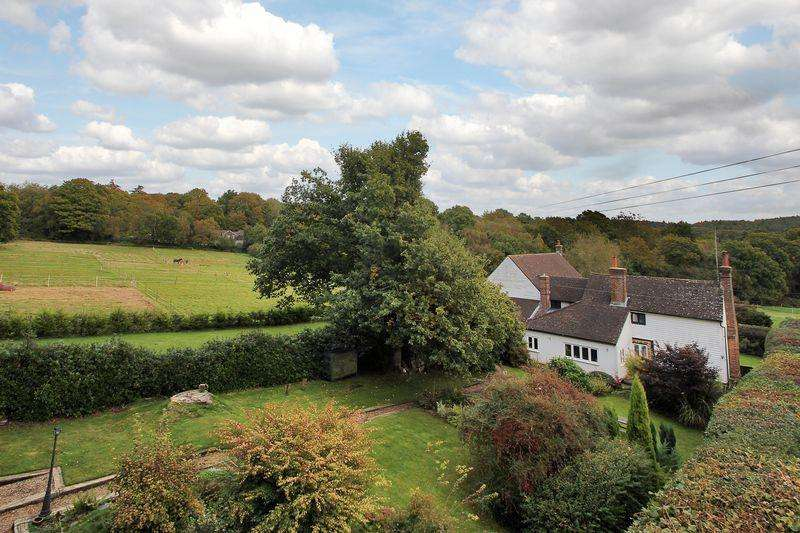 6 Bedrooms Detached House for sale in Forest Road, Colgate