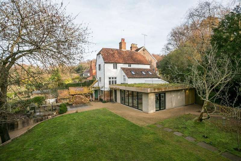 5 Bedrooms Detached House for sale in Modest Corner, Southborough