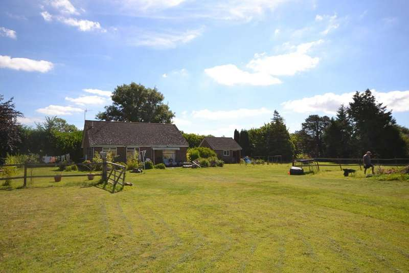 2 Bedrooms Detached Bungalow for sale in Nutbourne, Nr. Chichester