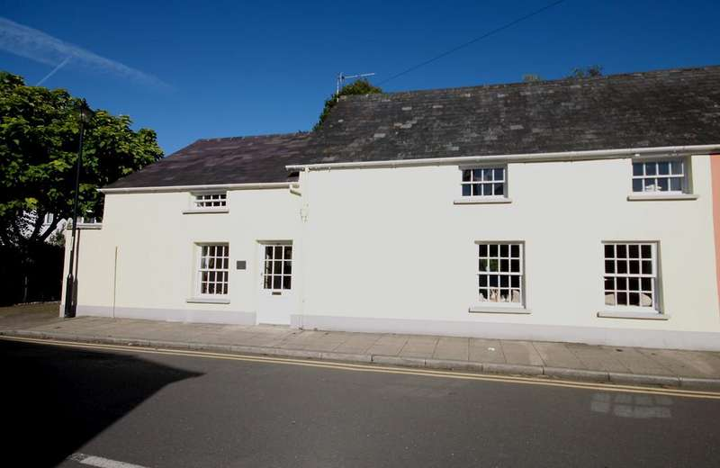 5 Bedrooms Cottage House for sale in The Old School House, Maryport St, Usk