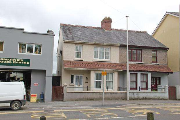 3 Bedrooms Semi Detached House for sale in Priory Street, Carmarthen, Carmarthenshire