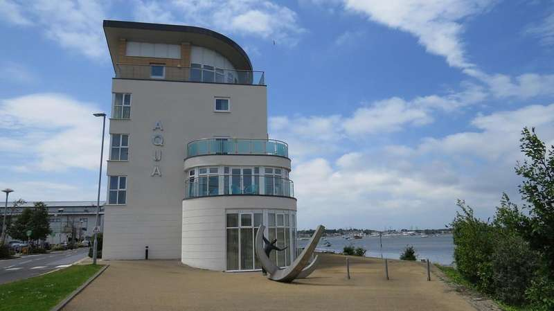 2 Bedrooms Apartment Flat for sale in Lifeboat Quay, Poole