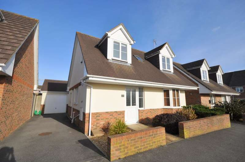 3 Bedrooms Detached House for sale in Seymour Road, Ringwood, BH24 1SG