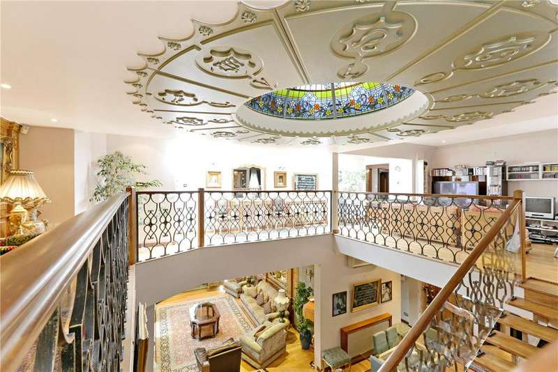 10 Bedrooms House for sale in Grove Park Gardens, London, W4