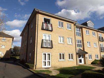 3 Bedrooms Flat for sale in Clarendon Way, Colchester, Essex