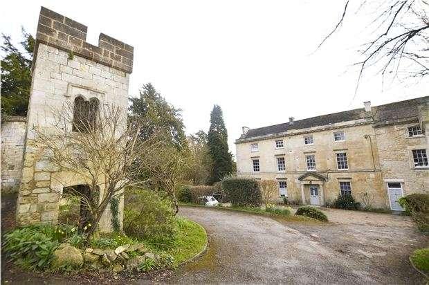 2 Bedrooms Flat for sale in The Castle, Castle Street, Stroud, Gloucestershire, GL5 2HR