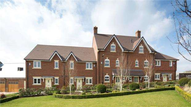 3 Bedrooms Terraced House for sale in Woodhurst Park, Warfield, Berkshire