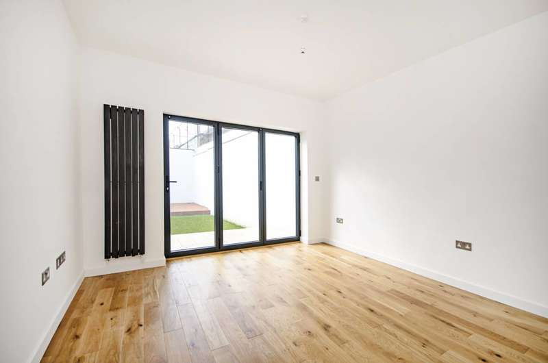 3 Bedrooms Flat for sale in Chaplin Road, Willesden, NW2