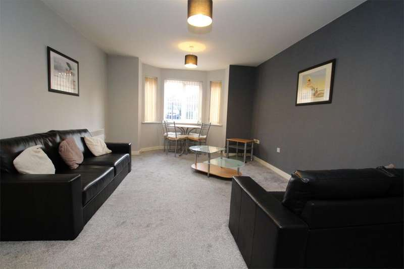 2 Bedrooms Apartment Flat for sale in Castle Grove, Pontefract, West Yorkshire, WF8