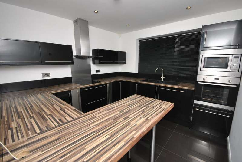 2 Bedrooms Apartment Flat for sale in Silk Mill Avenue, Cookridge, Leeds