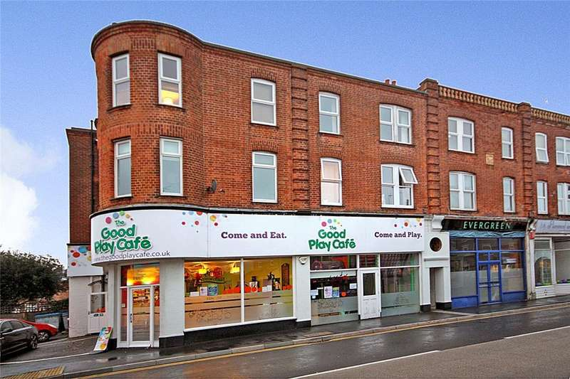 2 Bedrooms Flat for sale in Julyan Terrace, Seabourne Road, Bournemouth, Dorset, BH5