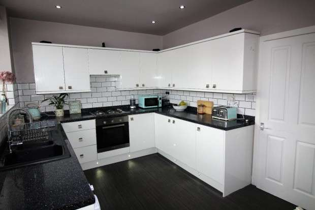 3 Bedrooms Terraced House for sale in Cambridge Road, Fleetwood, FY7