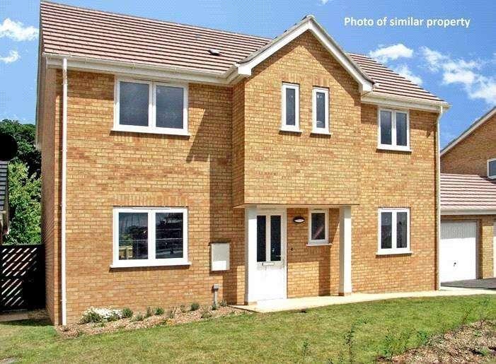 4 Bedrooms Detached House for sale in Larkspur Close, Hoburne Farm, Highcliffe-On-Sea, Dorset, BH23