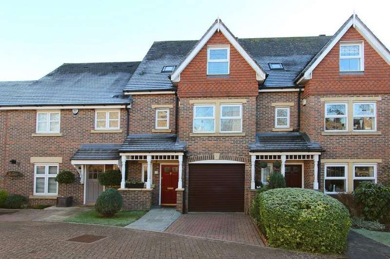 3 Bedrooms Terraced House for sale in Water Mead, Chipstead