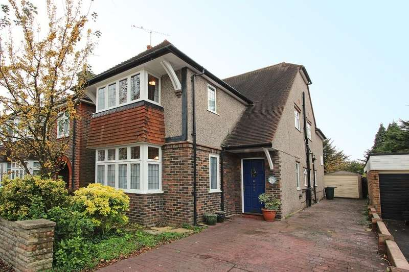 4 Bedrooms Detached House for sale in Lyme Regis Road, Banstead