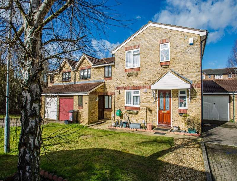 3 Bedrooms Detached House for sale in Peppercorn Walk, Hitchin, SG4
