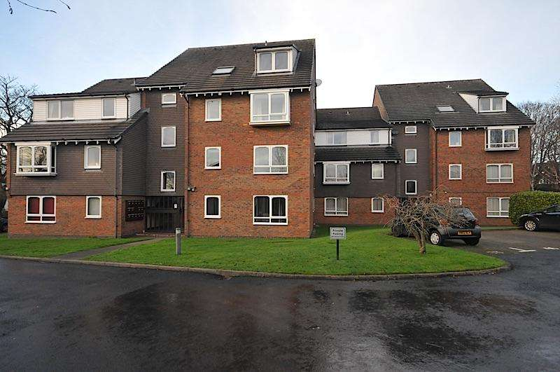 1 Bedroom Ground Flat for sale in WORDSLEY - Bracken Park Gardens