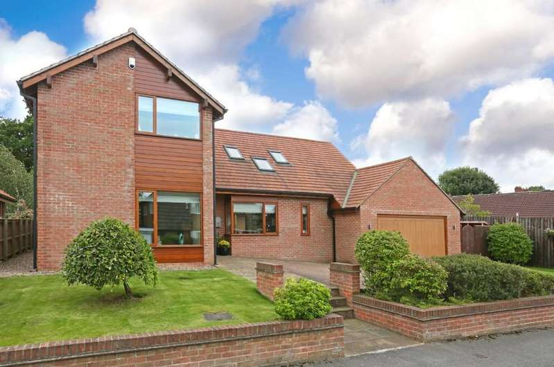 4 Bedrooms Detached House for sale in Woolgreaves Drive, Sandal