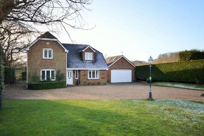 4 Bedrooms Detached House for sale in Newport Road, Sandown