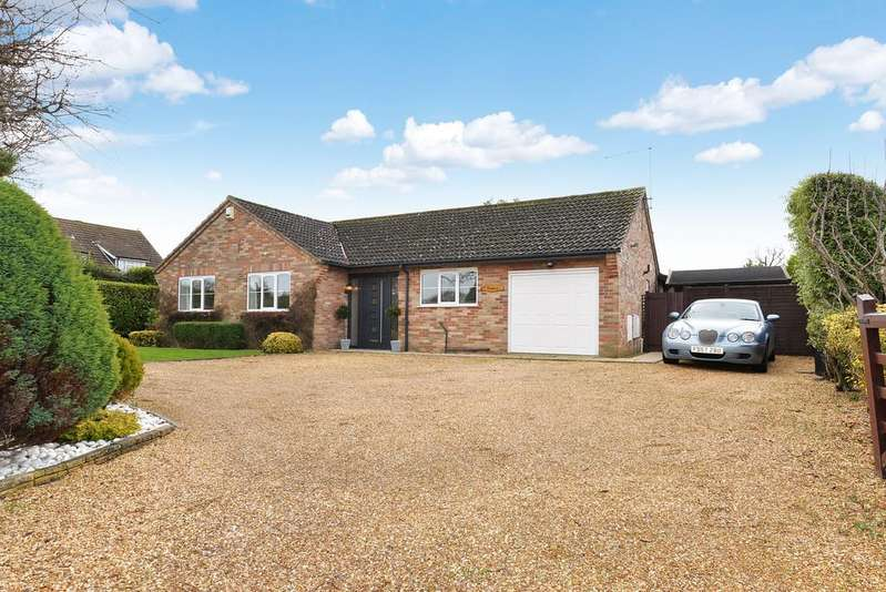 3 Bedrooms Detached Bungalow for sale in Moat Lane, Barton on Sea