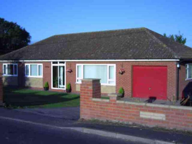 3 Bedrooms Detached Bungalow for sale in Stockwith Road, Walkerith, Gainsborough