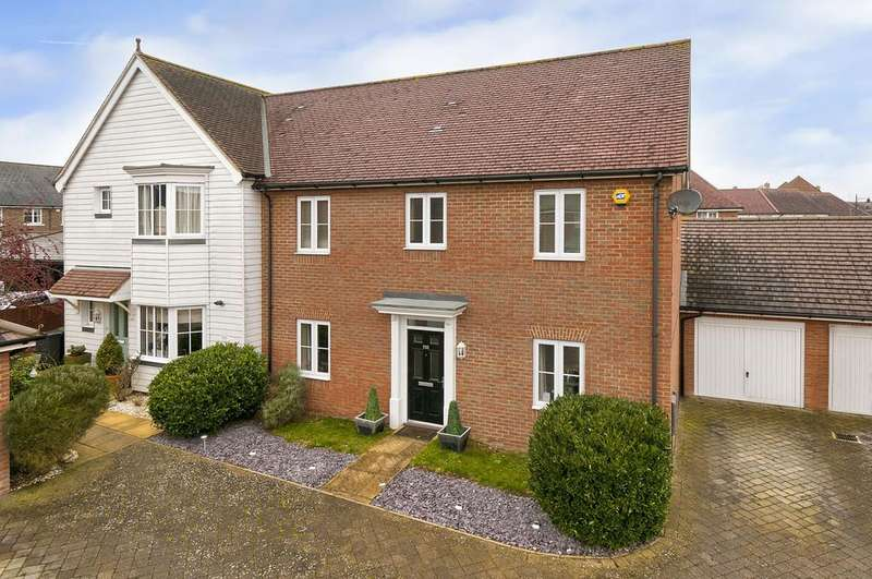 3 Bedrooms Semi Detached House for sale in Hazen Road, Kings Hill