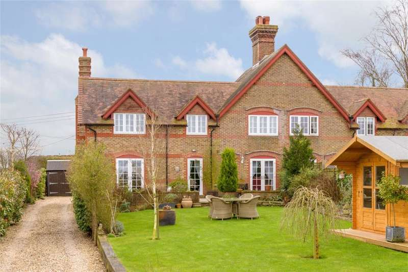 3 Bedrooms Semi Detached House for sale in Houghton, Arundel, West Sussex, BN18