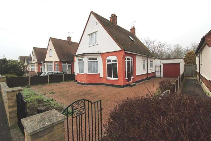 3 Bedrooms Chalet House for sale in Cedar Gardens, Upminster, Essex, RM14