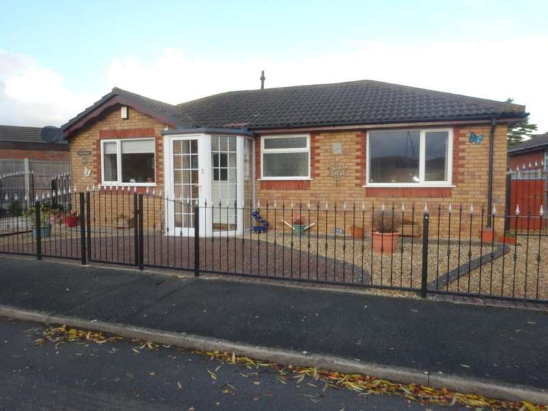 2 Bedrooms Detached Bungalow for sale in Towyn Way West, Towyn