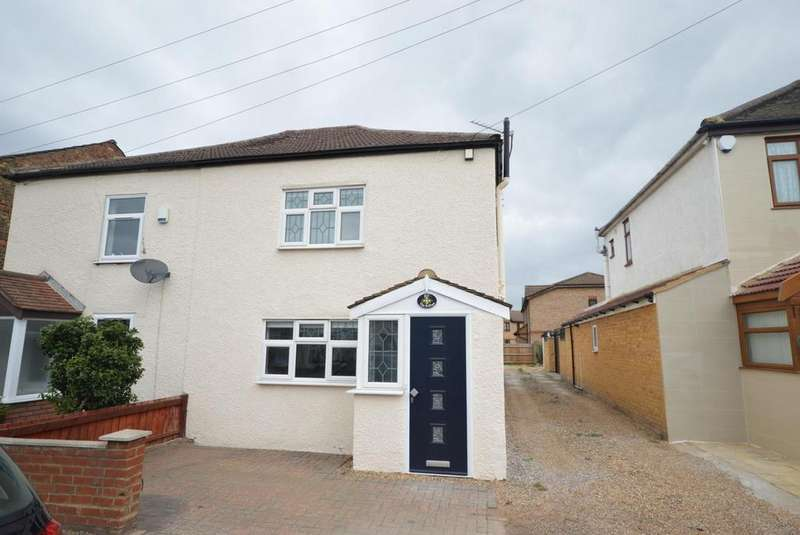 3 Bedrooms Semi Detached House for sale in Wennington Road, Rainham, Essex, RM13