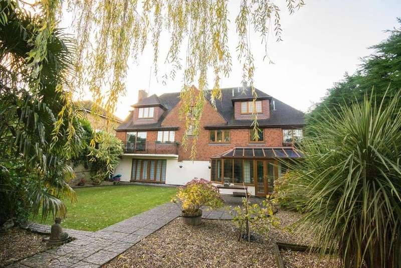 5 Bedrooms Detached House for sale in Hutton Mount, Brentwood, Essex, CM13