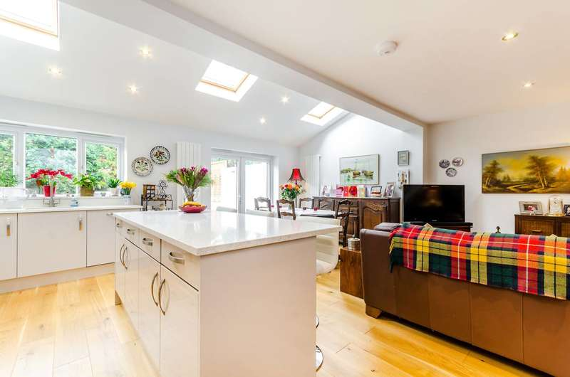 4 Bedrooms Bungalow for sale in Alsom Avenue, Worcester Park, KT4