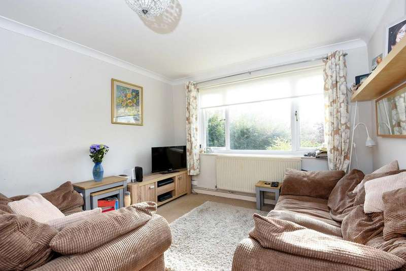 2 Bedrooms Maisonette Flat for sale in Tredwell Close, Bromley, BR2