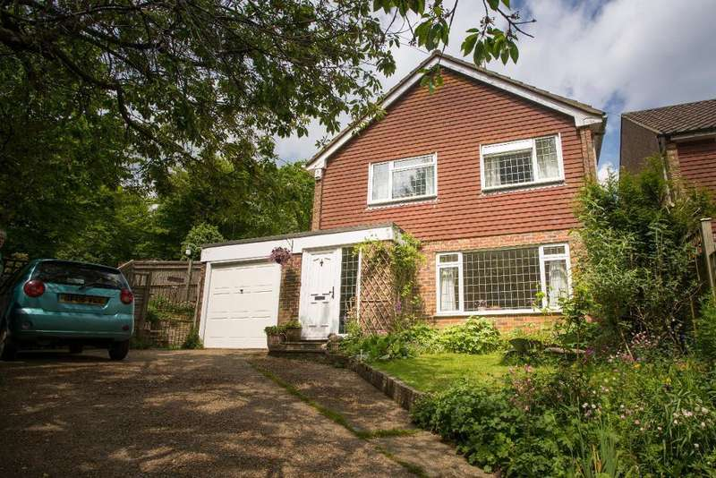 3 Bedrooms Detached House for sale in Ballsocks Lane, Vines Cross, Heathfield, East Sussex, TN21 9ET