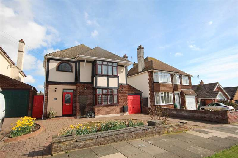 4 Bedrooms Detached House for sale in Park Way, Clacton-On-Sea