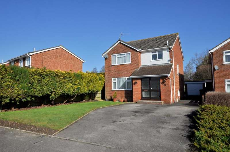 3 Bedrooms Detached House for sale in Bearwood, Bournemouth