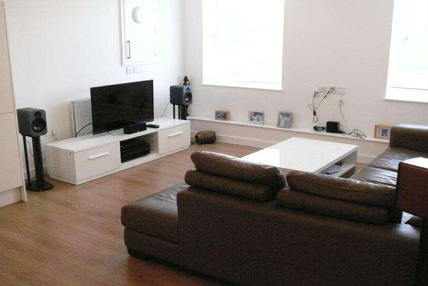 2 Bedrooms Flat for sale in Park House Apartments, Kingsley Park Terrace, Northampton, NN2