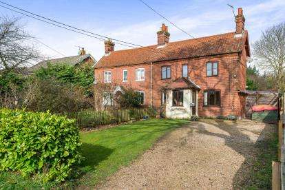 3 Bedrooms Semi Detached House for sale in Little Melton, Norwich, Norfolk