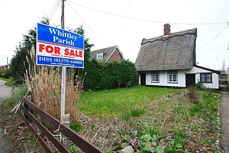 2 Bedrooms Cottage House for sale in Lion Road, Palgrave, Diss