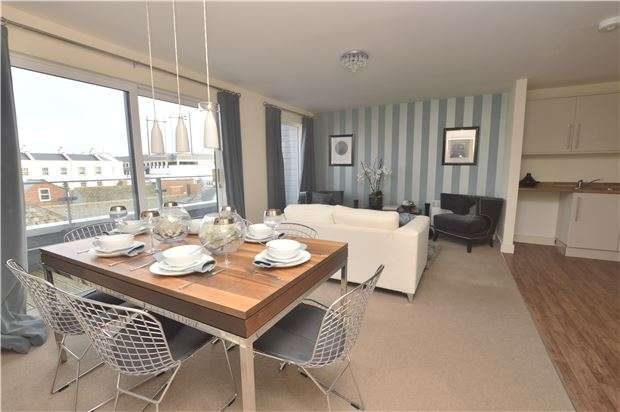 2 Bedrooms Flat for sale in 12 The Coliseum, CHELTENHAM, Gloucestershire, GL52 2LP