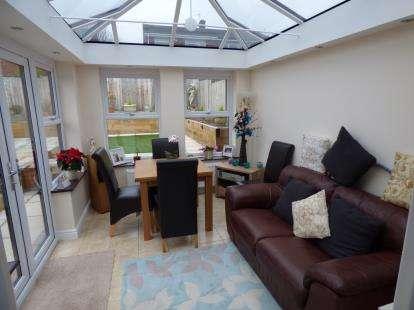 2 Bedrooms Bungalow for sale in Woodridge Road, Halesowen, West Midlands