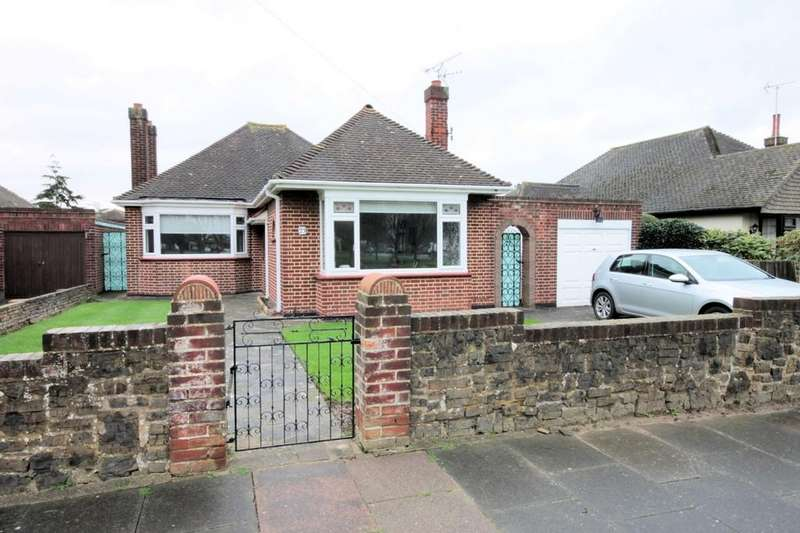 2 Bedrooms Detached Bungalow for sale in Branscombe Square, Thorpe Bay