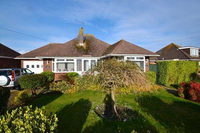 2 Bedrooms Detached Bungalow for sale in Langbury Lane, Ferring, West Sussex, BN12 6QE