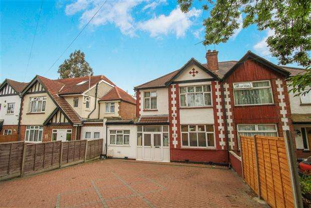 3 Bedrooms Semi Detached House for sale in Brook Avenue