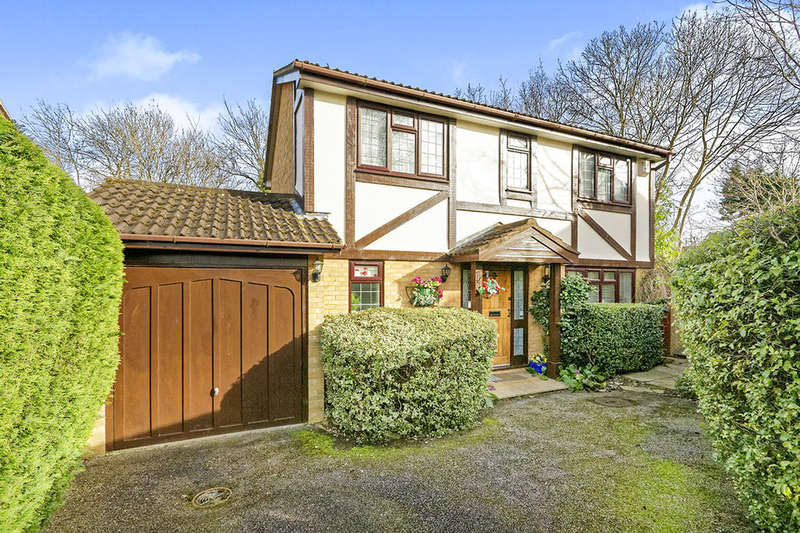 4 Bedrooms Detached House for sale in Thirlmere Close, Egham, TW20