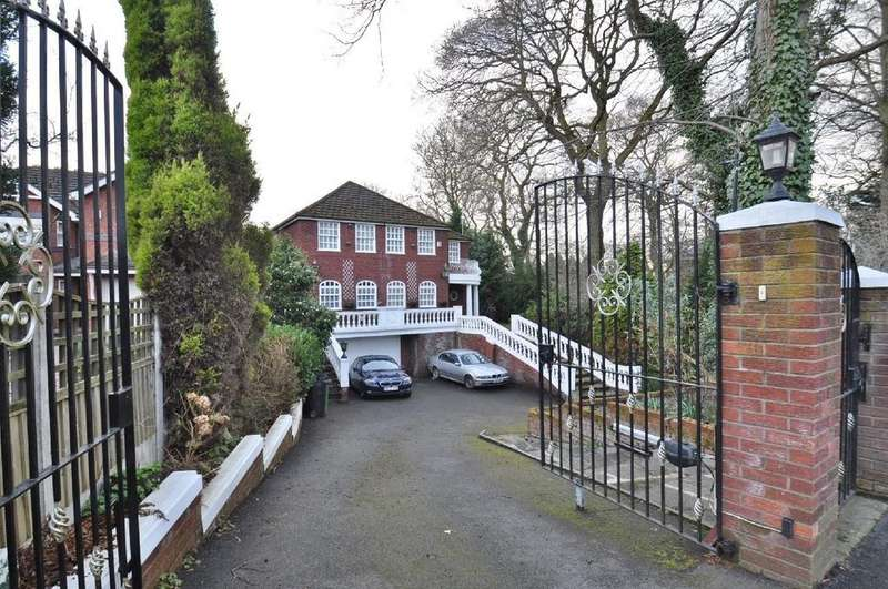 5 Bedrooms Detached House for sale in Manor Road, Bramhall
