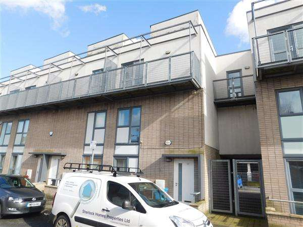4 Bedrooms Town House for sale in Boston Street, Hulme, Manchester