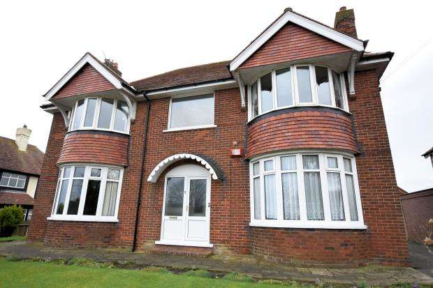 2 Bedrooms Apartment Flat for sale in Wheatcroft Avenue, Scarborough, North Yorkshire YO11 3BN